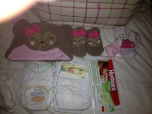 The bear hat and mittens are for hospital pictures (Thank you Heather!), a travel pack of sensitive wipes just in case I don't like the Babyganic ones, 2 newborn diapers and 2 size 1 diapers (all these articles except the clothing came in samples that I received either while registering or in the mail so it was perfect to not have to open my supplies at home).
